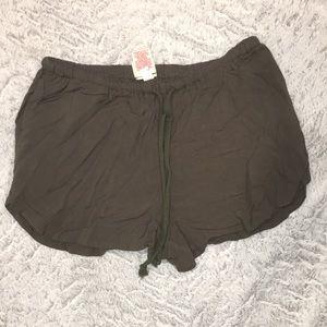 Dark green drawstring loose fitting shorts